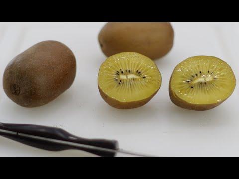 How to eat a Kiwi | Gold Kiwi fruit Taste Test