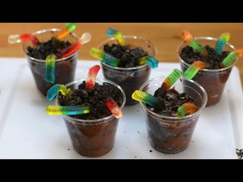 How to Make Worms in Dirt | Oreo Cookies Chocolate Pudding Gummy Worms