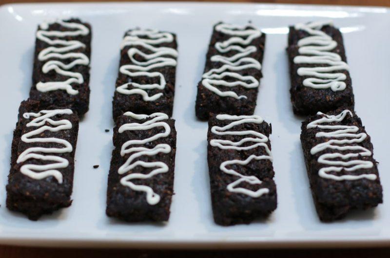 8 chocolate granola bars on a white plate