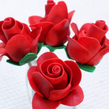 Four chocolate strawberry fondant roses
