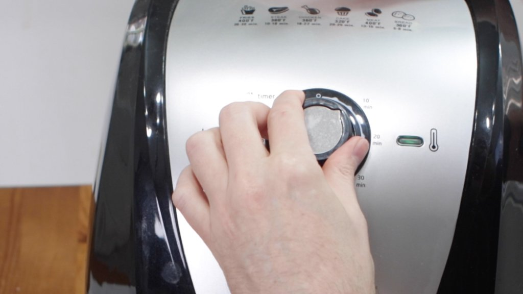 Hand setting time on the air fryer